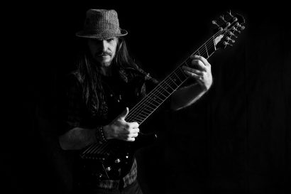 Peter Luha – 8-string guitbass